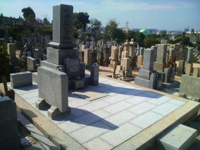 「墓地の防草方法」