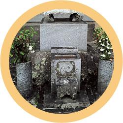 墓石のコケや水あか汚れ